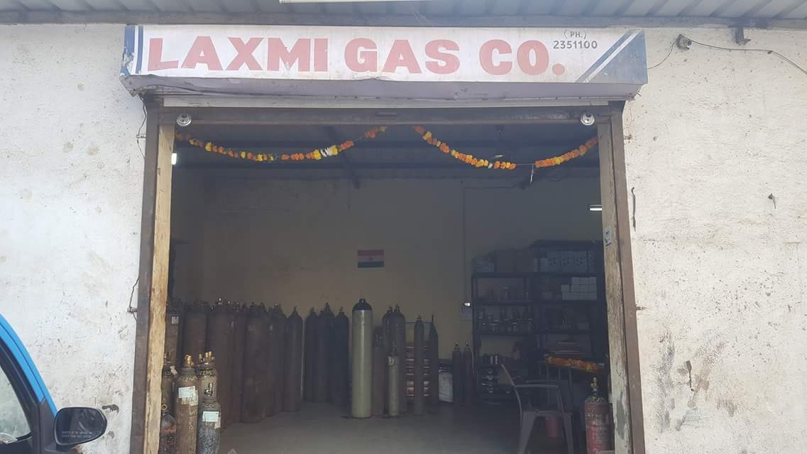 Small oxygen gas cylinder