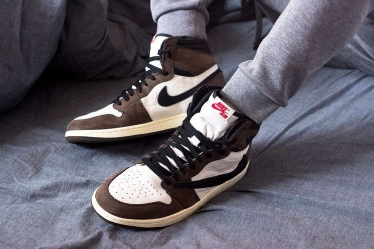 brand new 52b59 964a7 Custom Air Jordan 1 x Travis Scott -